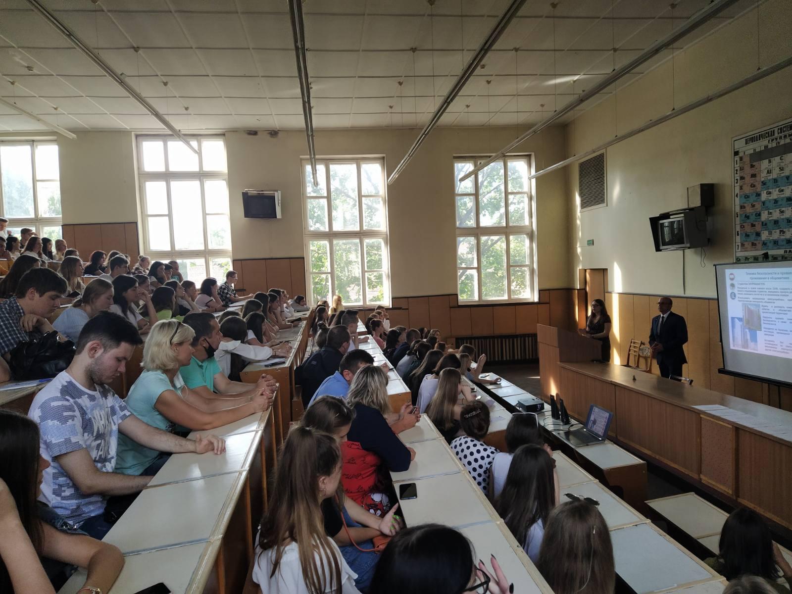 Встреча сотрудников деканата со студентами-первокурсниками